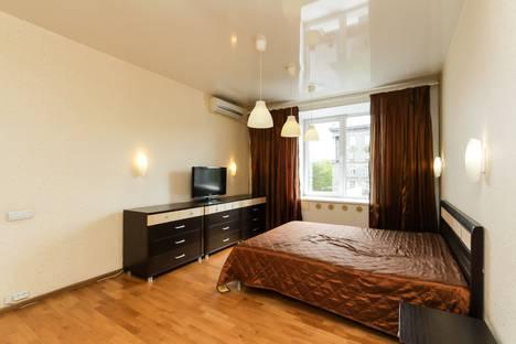Сдается 2-комнатная квартира посуточно в Новосибирске, Красный проспект, 71.