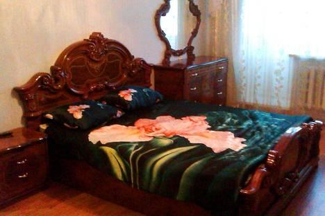 Сдается 1-комнатная квартира посуточно, ул. Хазиева В., 7.
