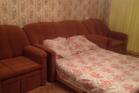Сдается 1-комнатная квартира посуточнов Гатчине, ул. Оранжерейная, д. 44/38.