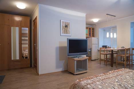 Сдается 1-комнатная квартира посуточно в Красноярске, ул. Сурикова, 17.