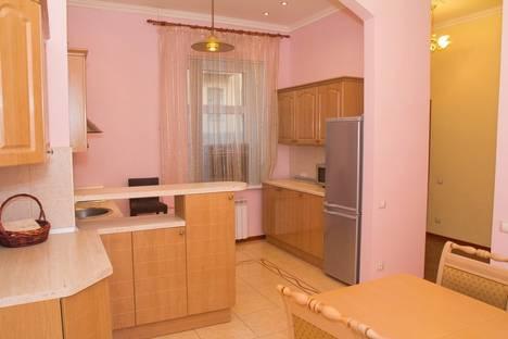 Сдается 3-комнатная квартира посуточнов Санкт-Петербурге, Б Морская 21.