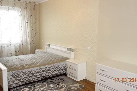Сдается 2-комнатная квартира посуточно, ул. Сергея Максютова, 7.