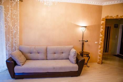 Сдается 1-комнатная квартира посуточно в Курске, ул. Карла Либкнехта, 18.