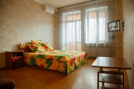 Сдается 1-комнатная квартира посуточно в Ульяновске, ул. Орлова, 8.