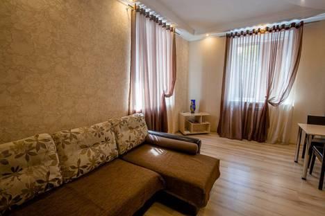 Сдается 1-комнатная квартира посуточно, ул. Челюскинцев, 9.