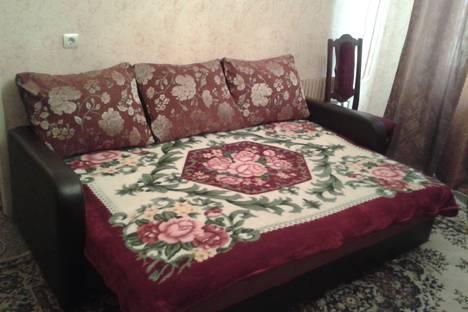 Сдается 2-комнатная квартира посуточно в Волгограде, ул. Космонавтов, 49.
