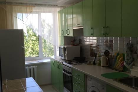 Сдается 2-комнатная квартира посуточно, Калинина,25.