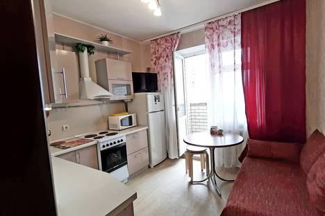 Сдается 2-комнатная квартира посуточно, ул. Кропоткина, 13а.