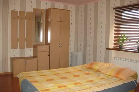 Сдается 1-комнатная квартира посуточно в Энгельсе, ул. Кондакова, 1.