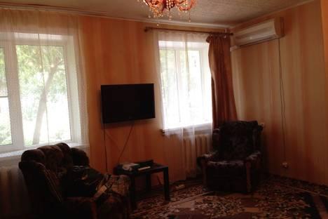 Сдается 1-комнатная квартира посуточнов Новочеркасске, Баклановский проспект, 100.