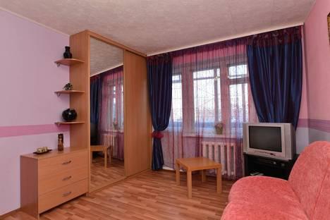 Сдается 1-комнатная квартира посуточнов Екатеринбурге, ул. Серафимы Дерябиной, 30.