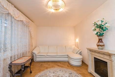 Сдается 3-комнатная квартира посуточнов Кстове, ул. Грузинская, д.30 А.