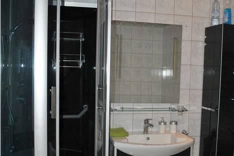 Сдается 3-комнатная квартира посуточно, Желябова, 1, кв 9.