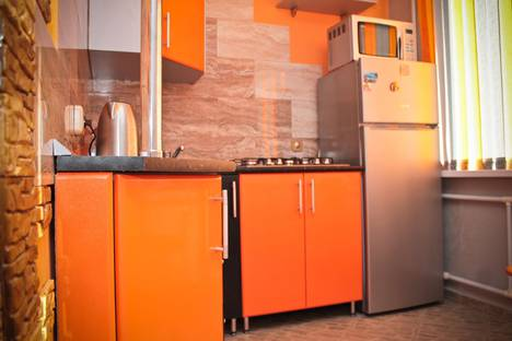 Сдается 1-комнатная квартира посуточно, проспект Строителей, 120.
