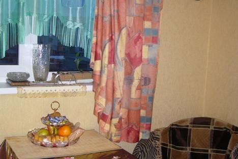 Сдается 2-комнатная квартира посуточно, ул. Ленинградская, 11.