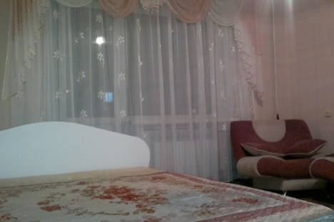 Сдается 2-комнатная квартира посуточно в Абакане, ул. Комарова, 20.
