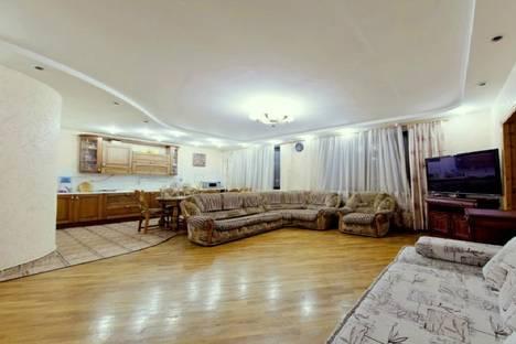Сдается 4-комнатная квартира посуточно в Казани, ул. Космонавтов, 41.