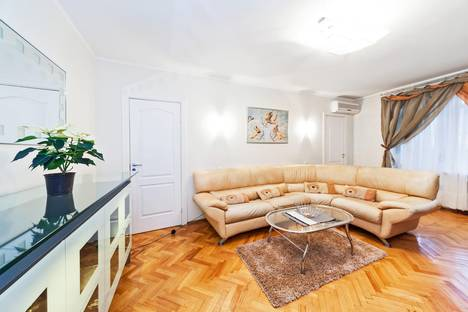 Сдается 3-комнатная квартира посуточно в Москве, Новая Башиловка, 6.