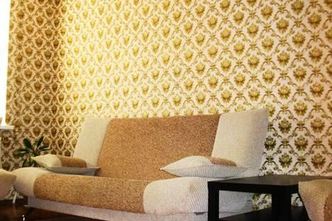 Сдается 2-комнатная квартира посуточнов Вольске, ул. Братьев Захаровых,  142.