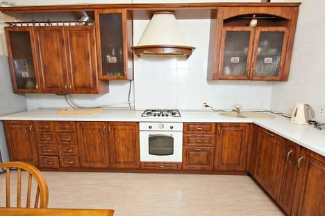 Сдается 3-комнатная квартира посуточнов Казани, ул. Парижской Коммуны, 4.