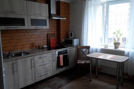 Сдается 2-комнатная квартира посуточнов Санкт-Петербурге, ул. Есенина, 1.