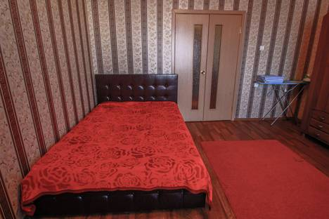 Сдается 1-комнатная квартира посуточно в Сургуте, ул. Профсоюзов, 12.