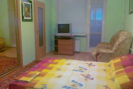 Сдается 1-комнатная квартира посуточно в Омске, Ленинградская площадь, 1.