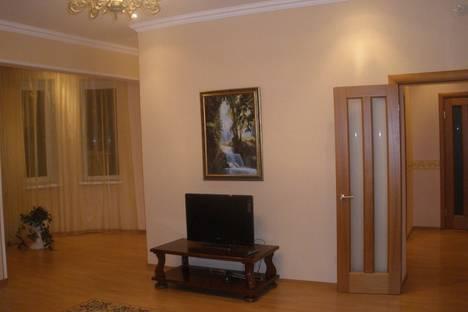 Сдается 3-комнатная квартира посуточнов Астрахани, Бульвар Победы, 2.
