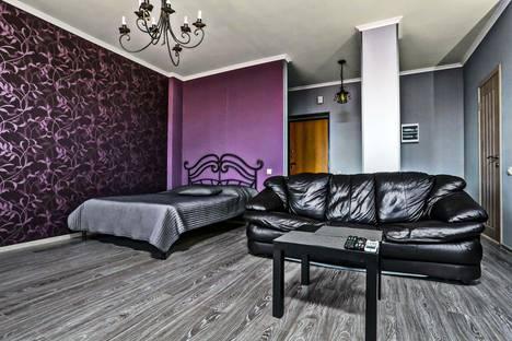 Сдается 1-комнатная квартира посуточно в Челябинске, ул. Братьев Кашириных, 10а.