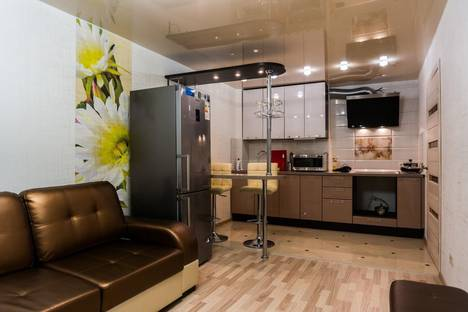 Сдается 2-комнатная квартира посуточно в Кирове, Заводская 6/1.