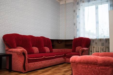 Сдается 4-комнатная квартира посуточно в Балакове, улица Ленина, 127, подъезд 5.