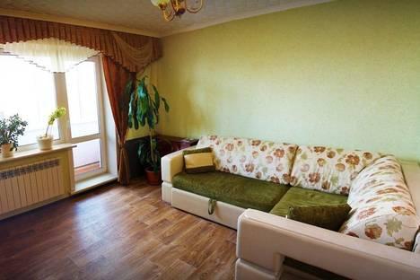 Сдается 2-комнатная квартира посуточно в Бийске, ул. Машиностроителей, 5.