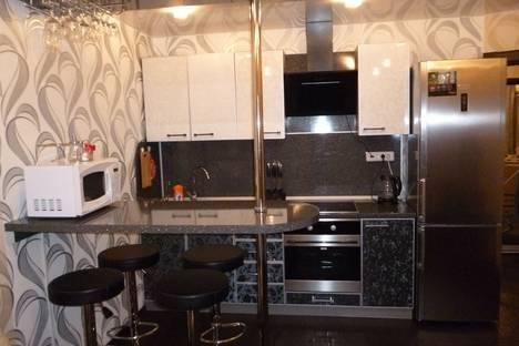 Сдается 2-комнатная квартира посуточно, ул. Войкова 8.