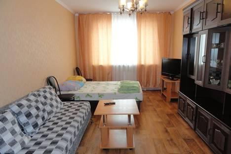 Сдается 2-комнатная квартира посуточно, ул. Октябрьская, 3.