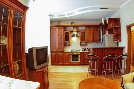 Сдается 2-комнатная квартира посуточнов Казани, Мулланура Вахитова, 8.