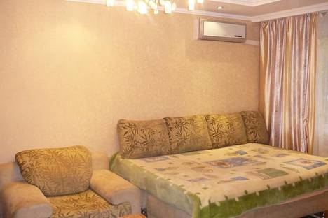Сдается 1-комнатная квартира посуточно в Нижнем Тагиле, ул. Фрунзе, 19.