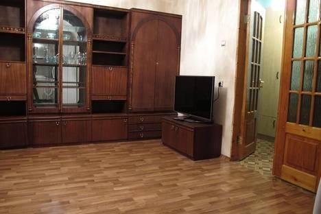 Сдается 2-комнатная квартира посуточно в Таганроге, ул. Щаденко, 84.