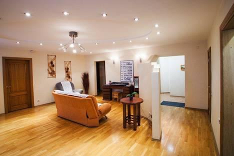 Сдается 4-комнатная квартира посуточно в Туле, Красноармейский проспект, д 23, кв 32.
