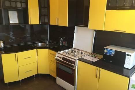Сдается 1-комнатная квартира посуточнов Октябрьском, ул. 70 лет Октября, д.1.