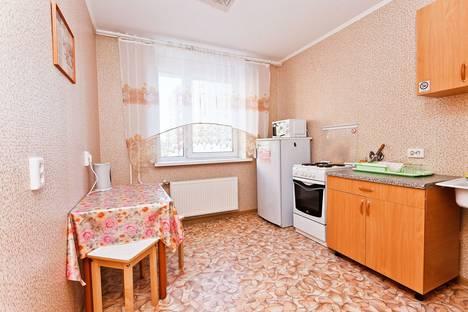 Сдается 1-комнатная квартира посуточнов Тюмени, ул. Василия Гольцова, 4.