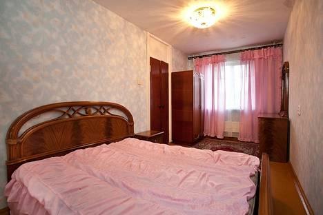 Сдается 3-комнатная квартира посуточно в Челябинске, ул. Курчатова, 10.