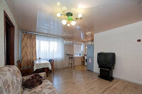 Сдается 2-комнатная квартира посуточнов Челябинске, ул. Воровского, 15.