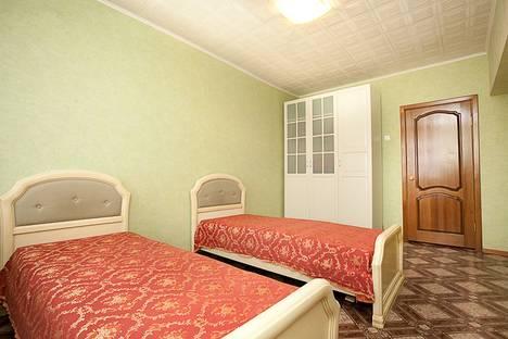 Сдается 3-комнатная квартира посуточнов Челябинске, ул. Цвиллинга, 34.
