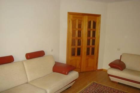 Сдается 2-комнатная квартира посуточно в Волжском, ул. Набережная, 69.