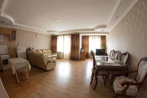 Сдается 3-комнатная квартира посуточно в Улан-Удэ, ул. Гагарина, 60.