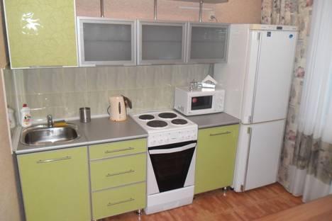 Сдается 1-комнатная квартира посуточно в Саянске, Центральный, 7.