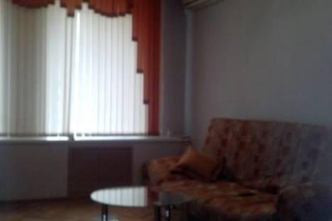 Сдается 2-комнатная квартира посуточно в Астрахани, площадь Ленина, 4.
