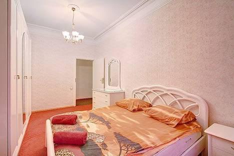 Сдается 3-комнатная квартира посуточнов Санкт-Петербурге, Рубинштейна улица, 1.