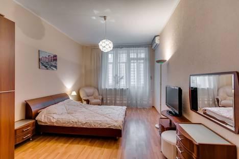 Сдается 2-комнатная квартира посуточнов Азове, переулок Семашко, 117г.