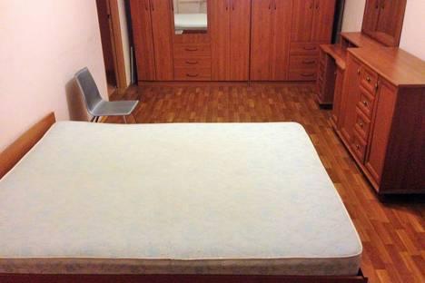 Сдается 3-комнатная квартира посуточнов Якутске, улица Сергея Есенина 84г.